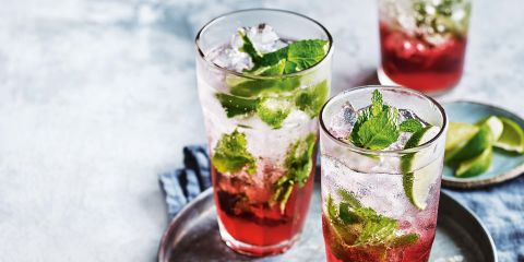 Cranberry spritz mocktail