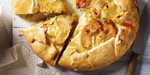 Leek, apple and cheese pie