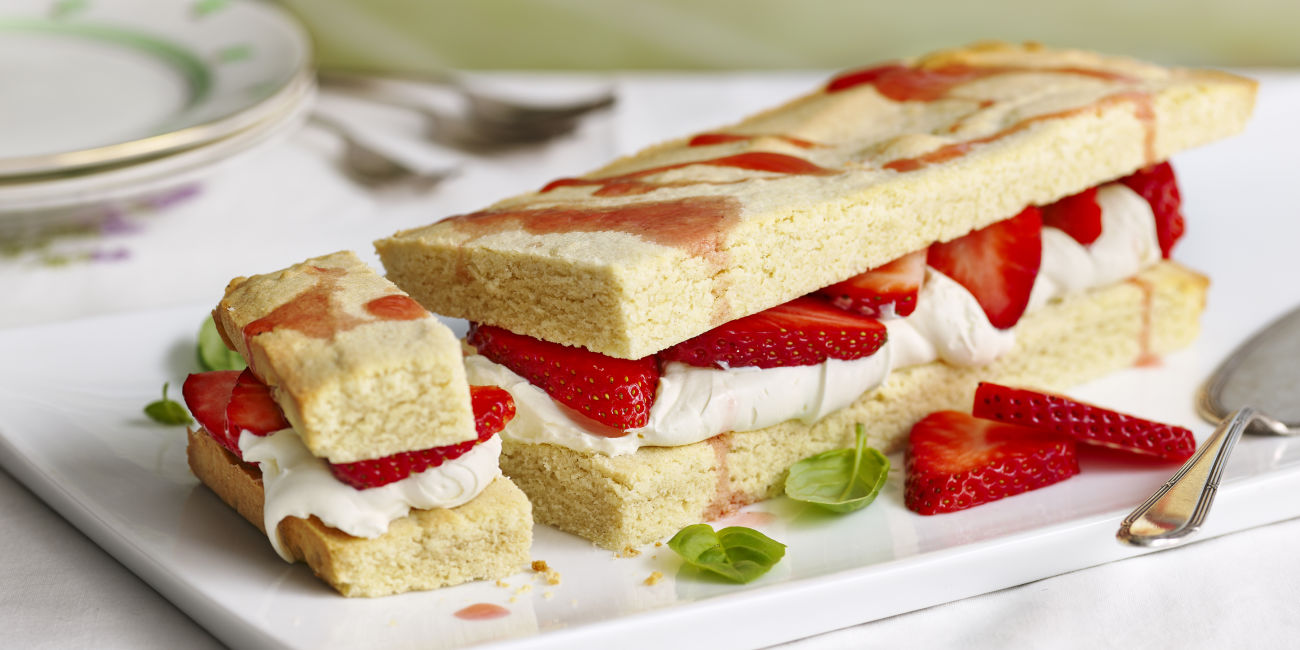 Strawberry & basil shortcake slice