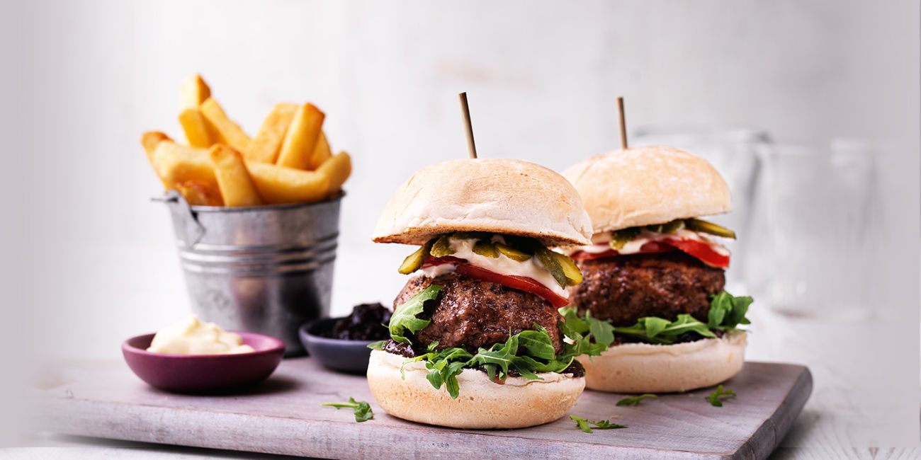 Beef burgers with onion chutney