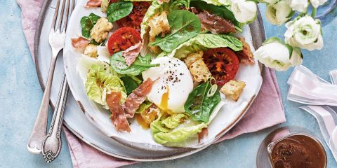 Brunch salad with coffee dressing