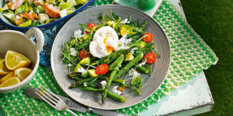 Roasted british asparagus salad