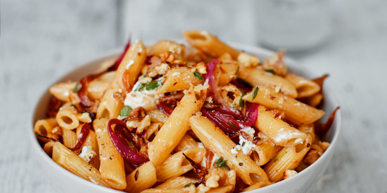 Goat's cheese and walnut pasta