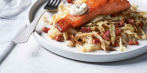 Hot smoked salmon with shredded cabbage and bacon
