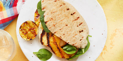 Pineapple and halloumi burgers