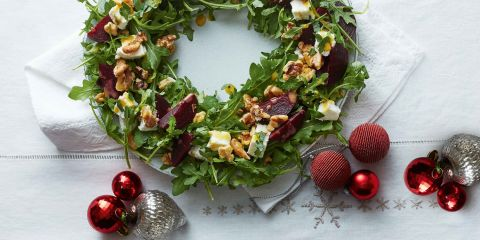 Beetroot and goat's cheese salad wreath