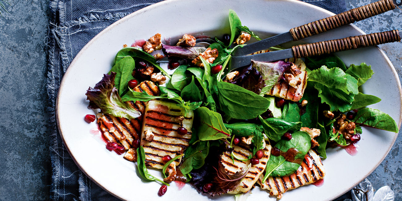 Halloumi and walnut salad