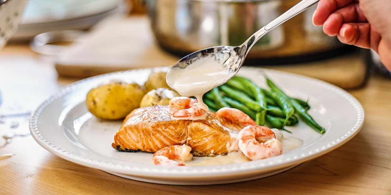 Creamy salmon with prawns