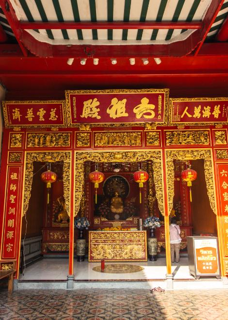 Chinese temple along the alleyways of old Yaowarat