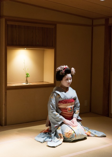 Watch a teahouse ceremony accompanied by a Michelin-starred bento box