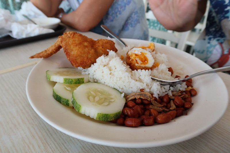 nasi lemak - best hawker food in Singapore