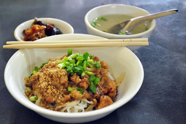 what to eat in Yangon - Shan noodles