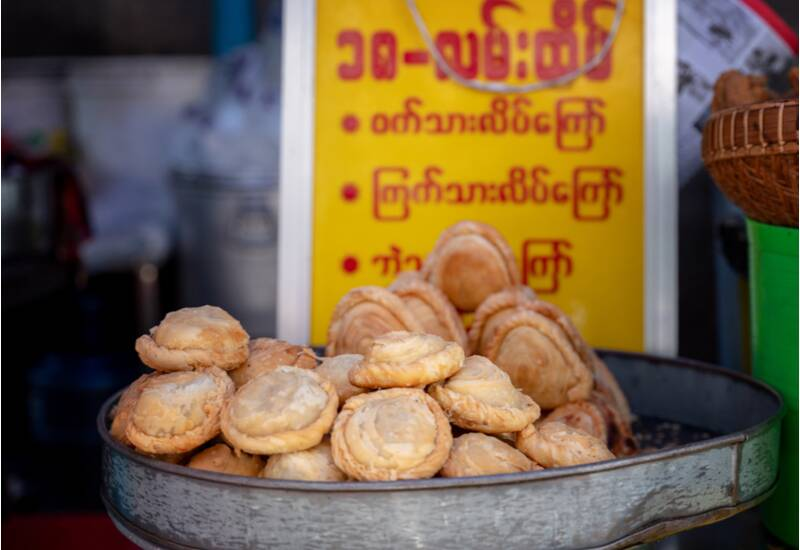 what to eat in Yangon - samosa