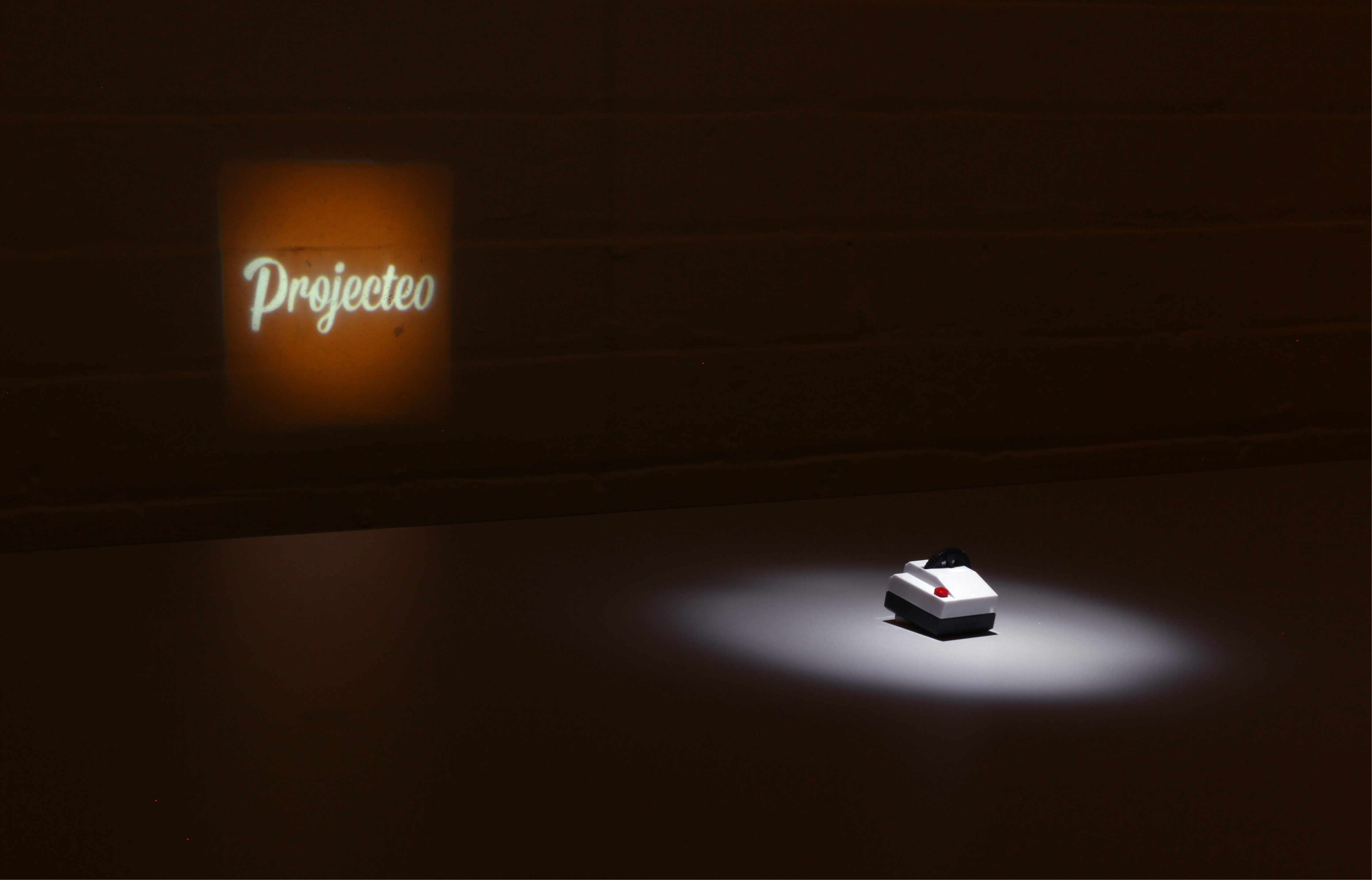 Projecteo - tiny Instagram projector
