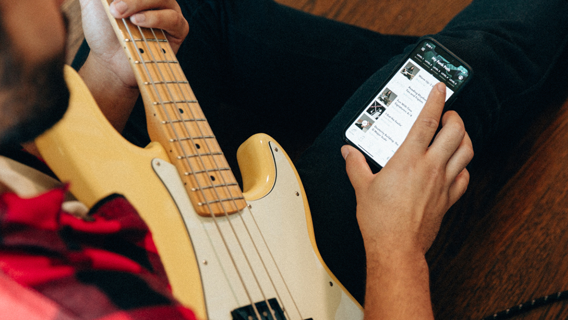 The Guitar And Bass Might Be Similar Instruments But You Need To Know These Things Make An Easy Transition Find Out