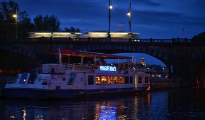 Privates Boot mit Getränkeflat (bis zu 50 Pers.)