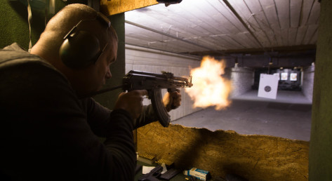 Som på film: Skyd med ægte pistol