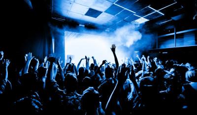Tournée des bars et VIP en boîte de nuit