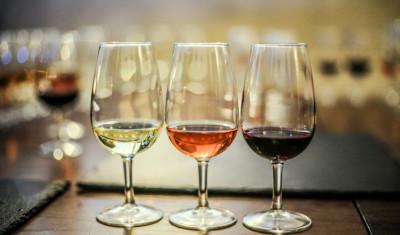 Weinverkostung in der Rigaer Altstadt