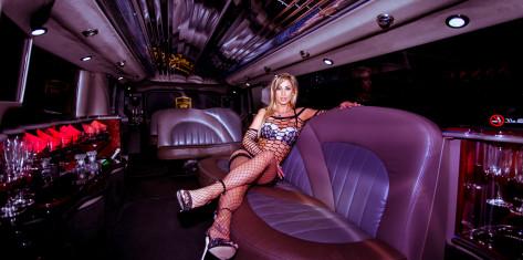 Hummer Limousine mit Stripperin