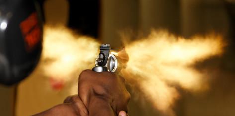 Skyd Med Pistoler & Revolvere