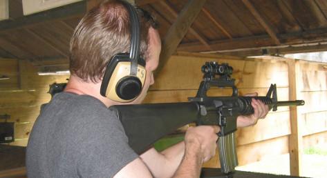Gewehrschießen im Bunker