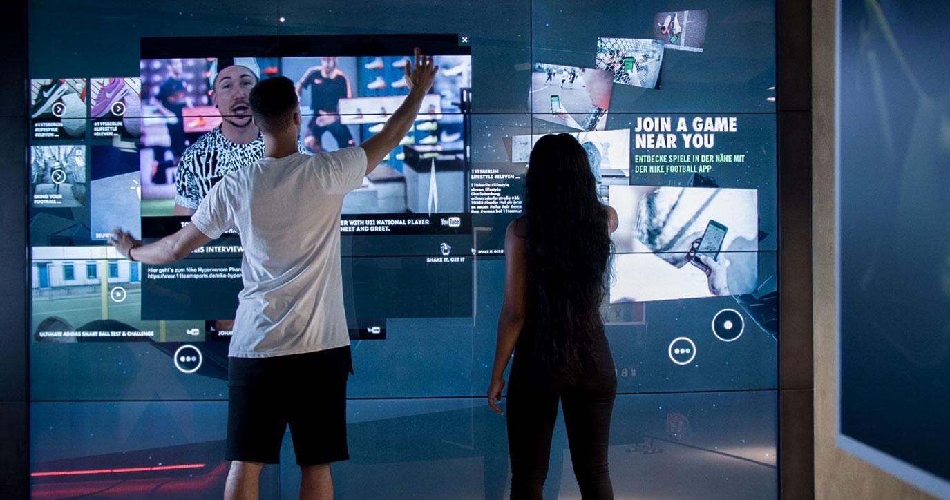 IWD/ Social merchandising: Nike social media wall