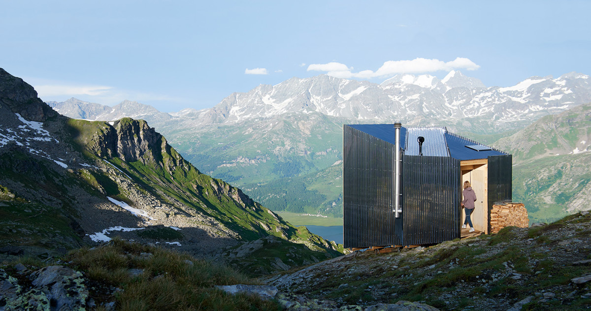 This Mirrored Mountain Hut Brings Runners Back to Nature