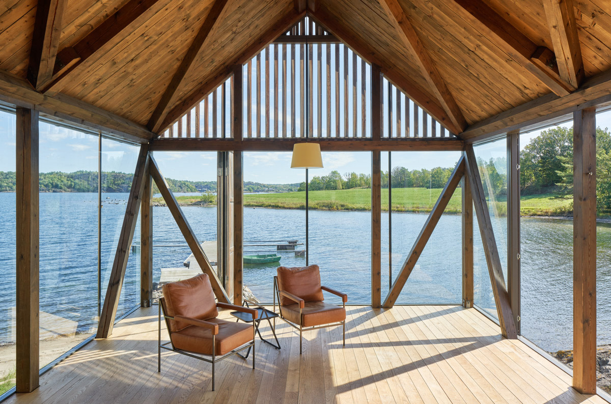 This Stunning Seaside Cabin Near Oslo Invites the Outside In