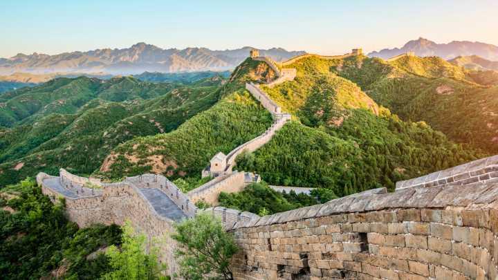 Magnifique levé du soleil sur la Grande Muraille de Chine.