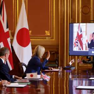 Secretary of State for International Trade and Liz Truss MP speaking to Japan's Foreign Minister Motegi Toshimitsu (Andrew Parsons / No 10 Downing Street, CC BY-NC-ND 2.0)