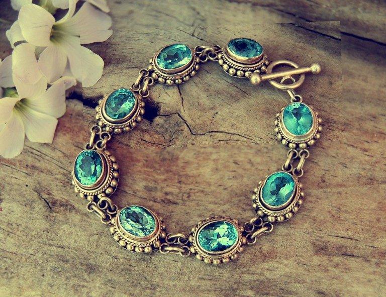 Wystarczy dosłownie chwila, by przywrócić swojej srebrnej biżuterii blask. Trzeba jednak wiedzieć jak to zrobić!