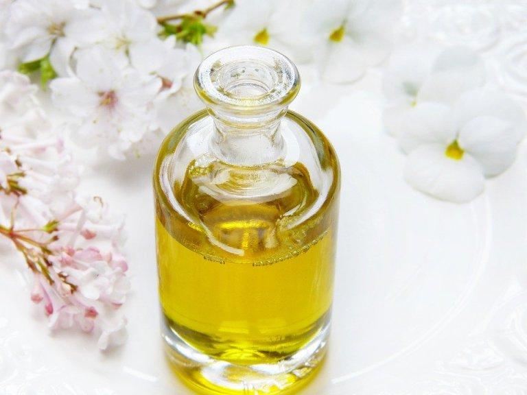 Olej konopny na świetne właściwości dla zdrowia i urody. Warto poznać go bliżej!