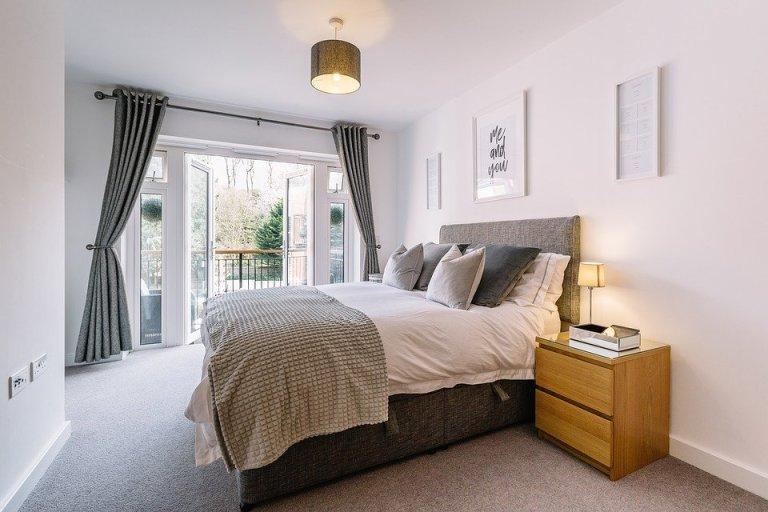 Sypialnia jest ważnym miejscem w domu. Mało kto wie, że to w jakim jest kolorze, jak jest urządzona itp. ma wpływ na jakość naszego snu!