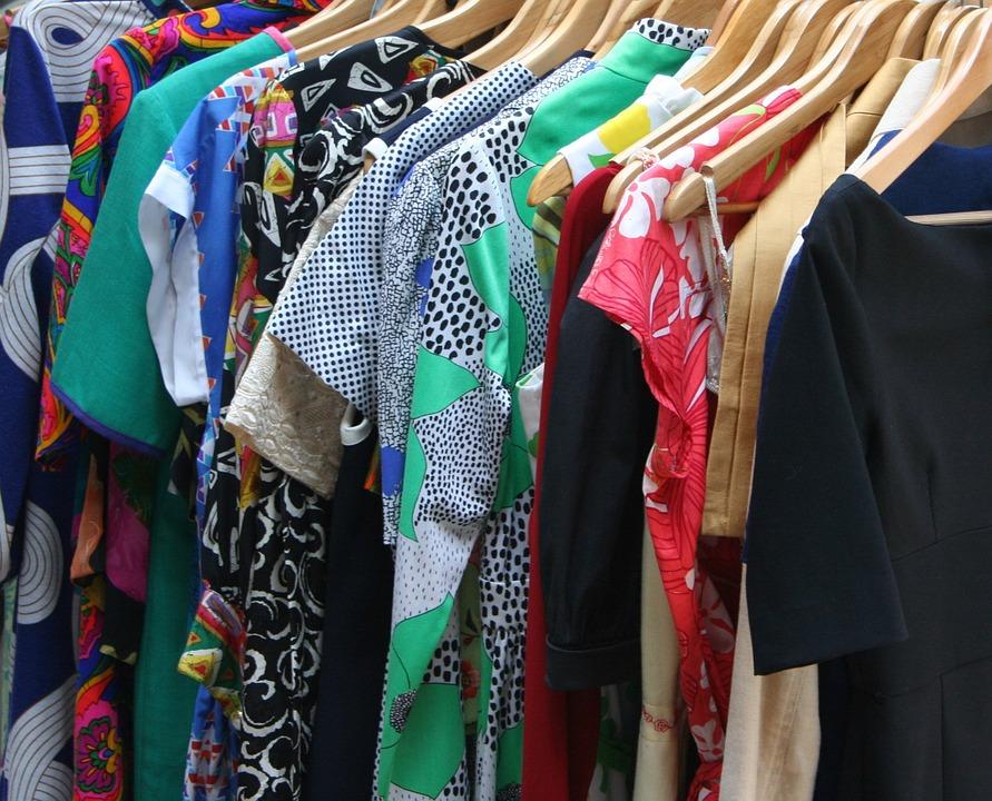 Spódniczki, spodnie, koszule, bluzki i wiele innych elementów garderoby. Jakie są teraz najmodniejsze? Te z wzorem szachownicy. I to nie koniecznie czarno-białej. Jak nosić takie stylizacje i gdzie można kupić ubrania z takim sprintem? Sprawdzamy.