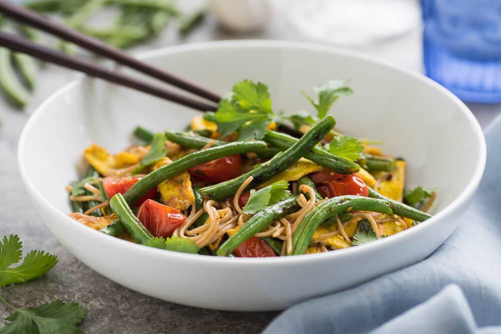 Soba noodle stirfry with green beans and egg
