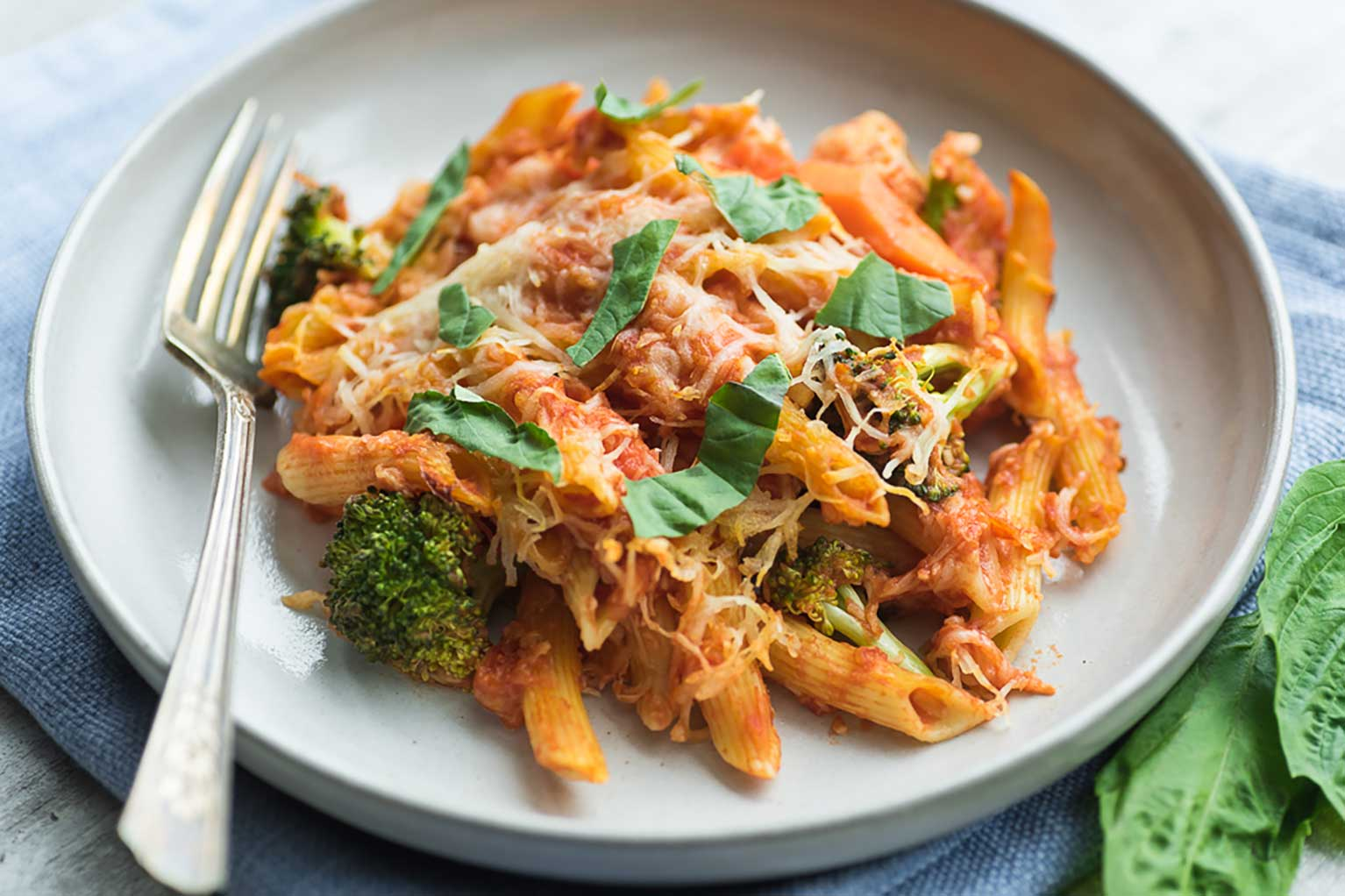 Italian-pasta-primavera-with-broccoli-and-basil-in-red-sauce