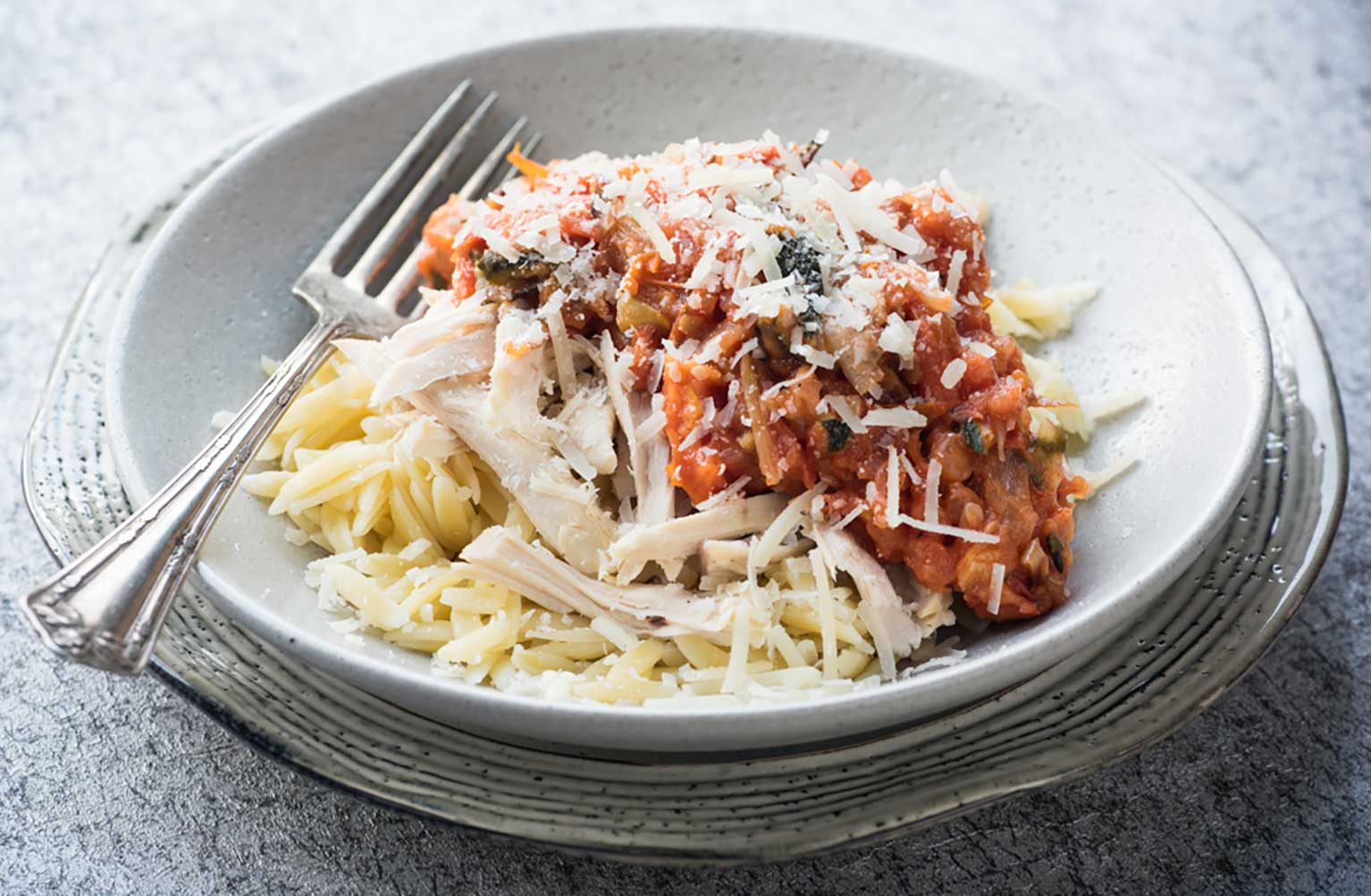 Roasted-vegetable-pasta-sauce-with-orzo-chicken
