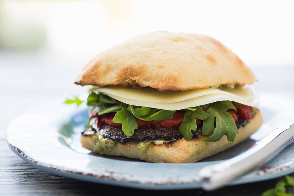 Portobello burgers with pesto1 (1)