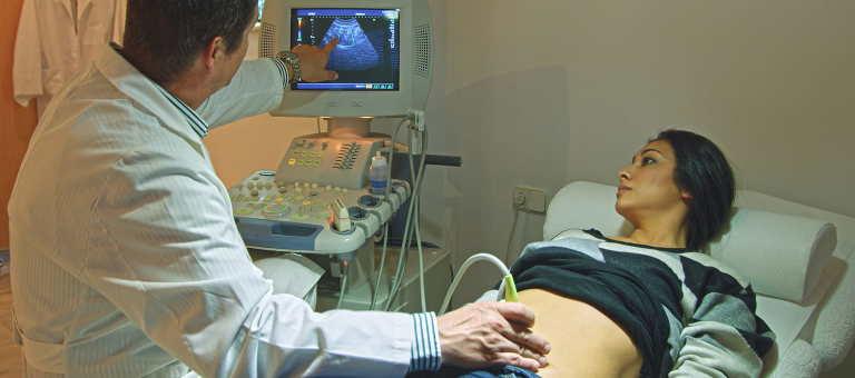 Ciąża ektopowa (pozamaciczna): przyczyny, objawy i zagrożenia