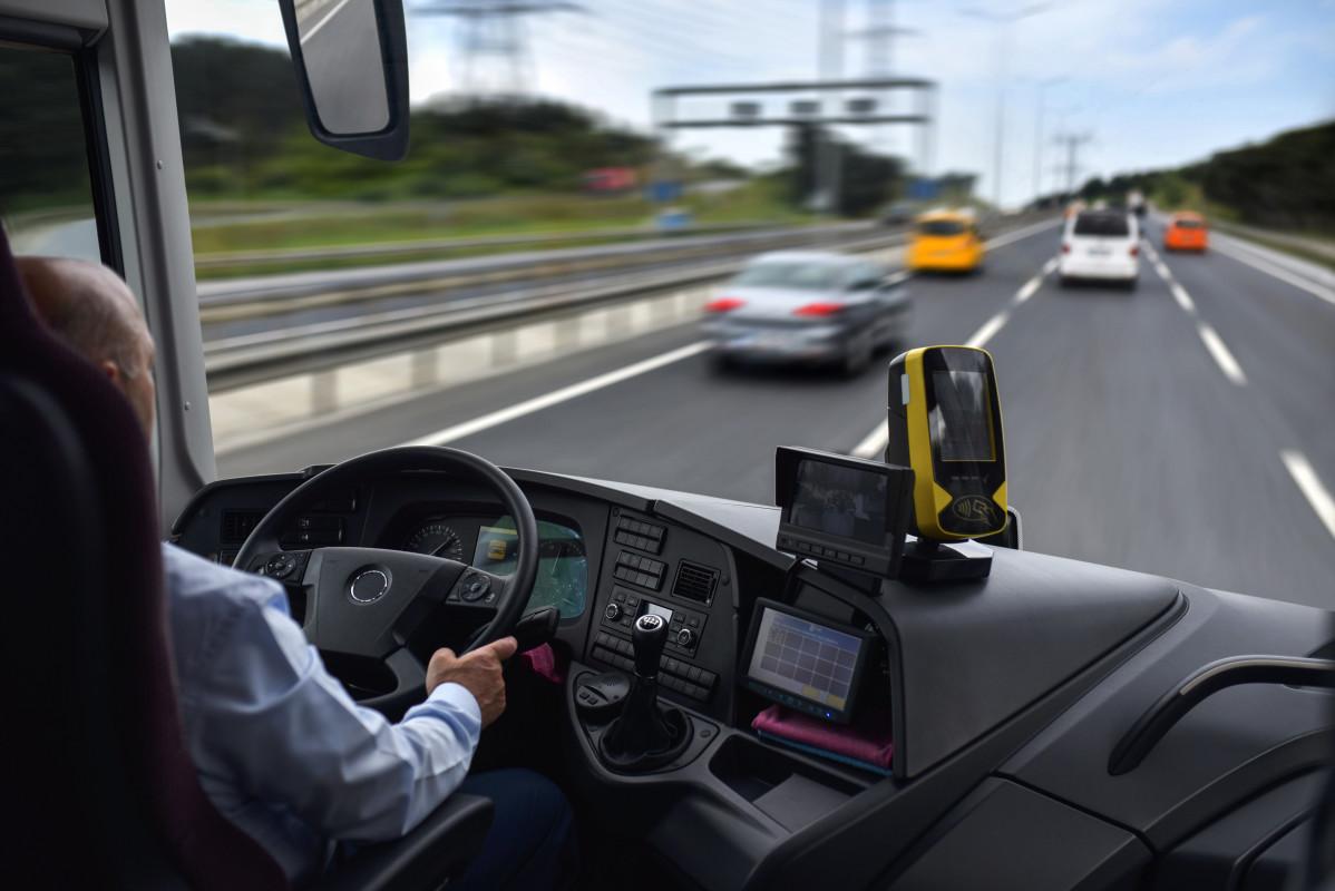 Sicherheit im Bus - Reisebus von Innen mit Fahrer