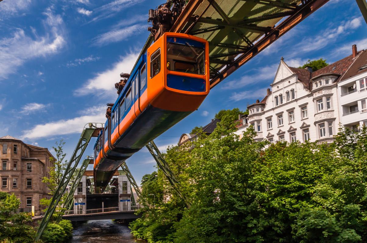 Mit Snapbus einen Bus bei einem Busunternehmen in Wuppertal mieten.