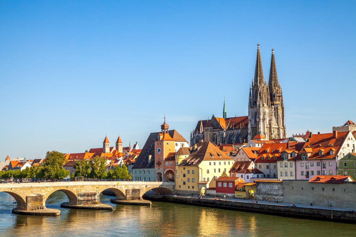 Mit Snapbus einen Bus bei einem Busunternehmen in Regensburg mieten.