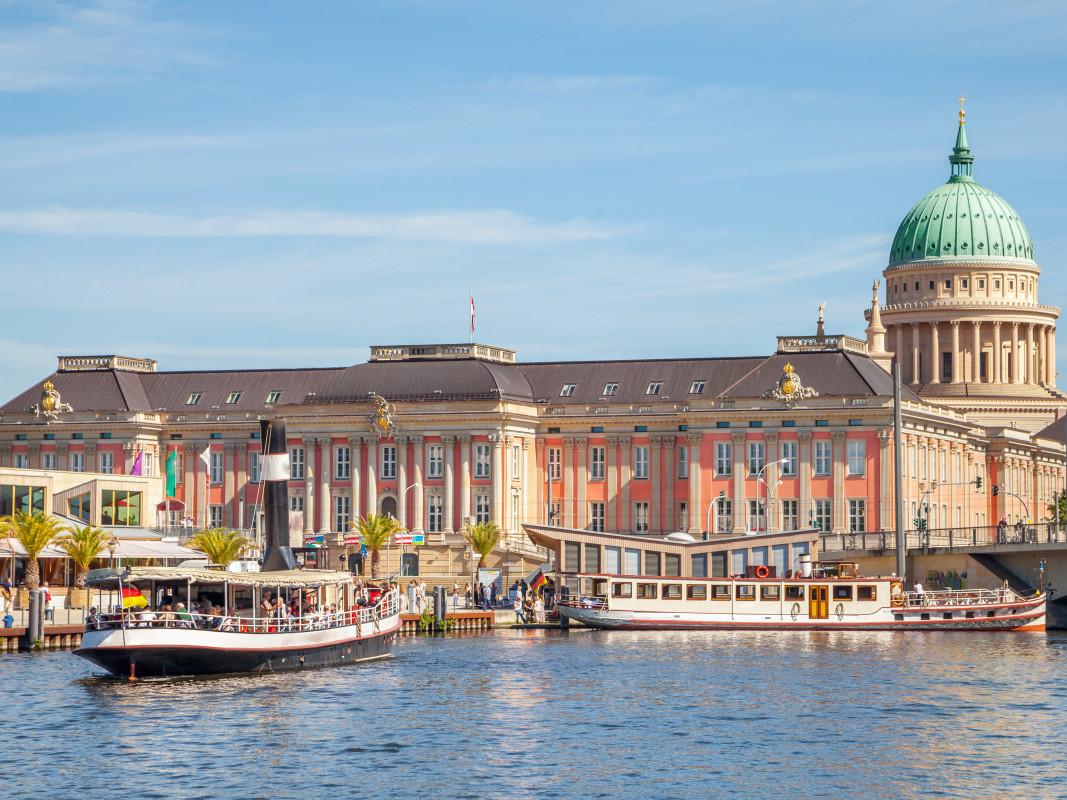 Mit Snapbus einen Bus bei einem Busunternehmen in Potsdam mieten.