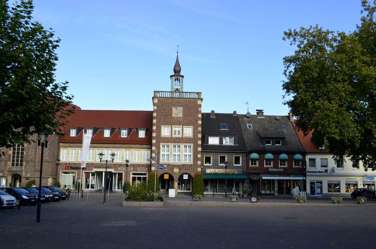 Mit Snapbus einen Bus bei einem Busunternehmen in Borken mieten.