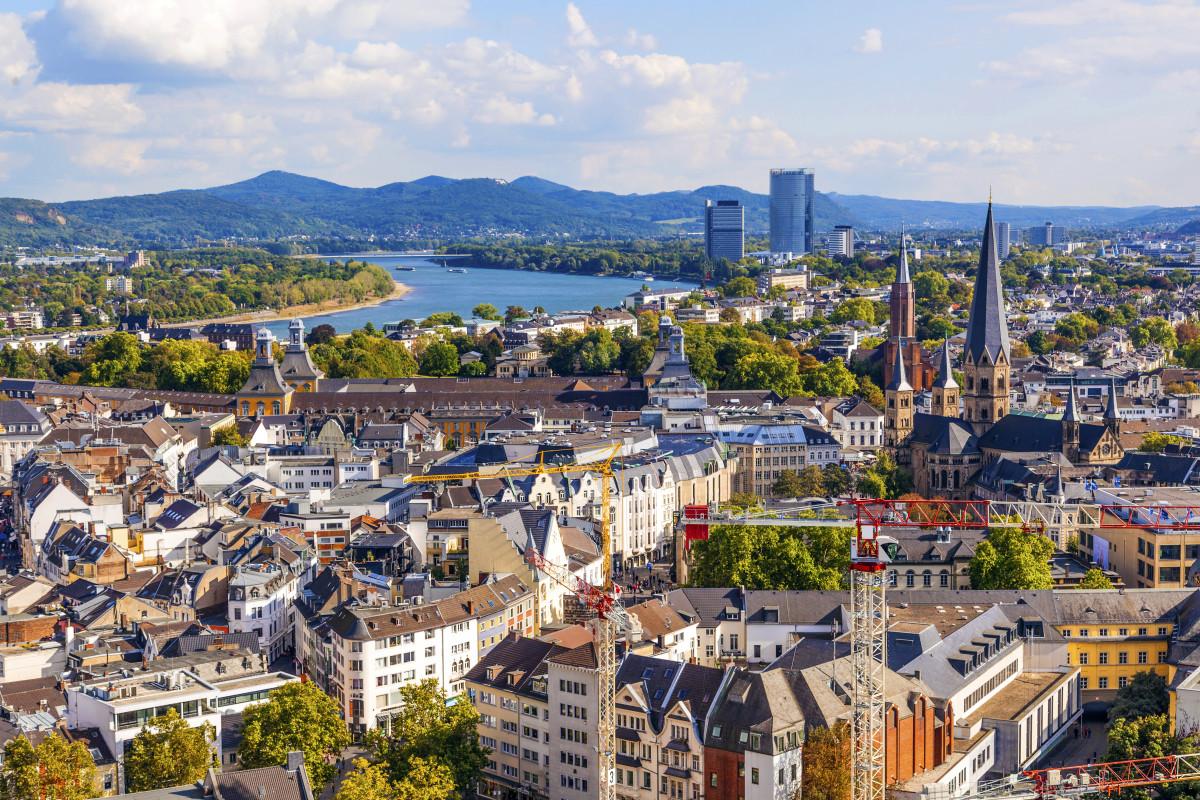 In Bonn mit Snapbus einen Bus bei einem Busunternehmen Bonn mieten.