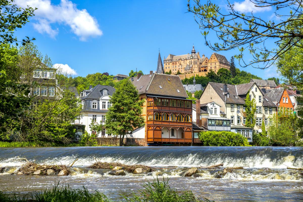 Mit Snapbus einen Bus bei einem Busunternehmen in Marburg mieten.