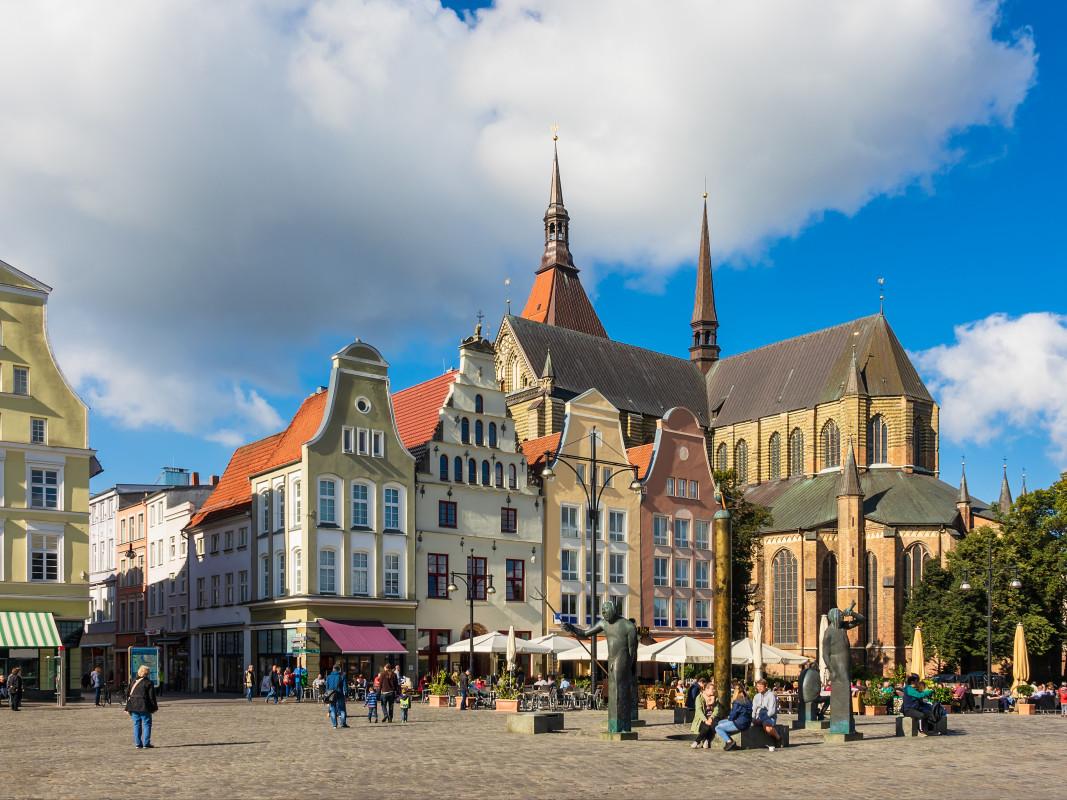 Mit Snapbus einen Bus bei einem Busunternehmen in Rostock mieten.