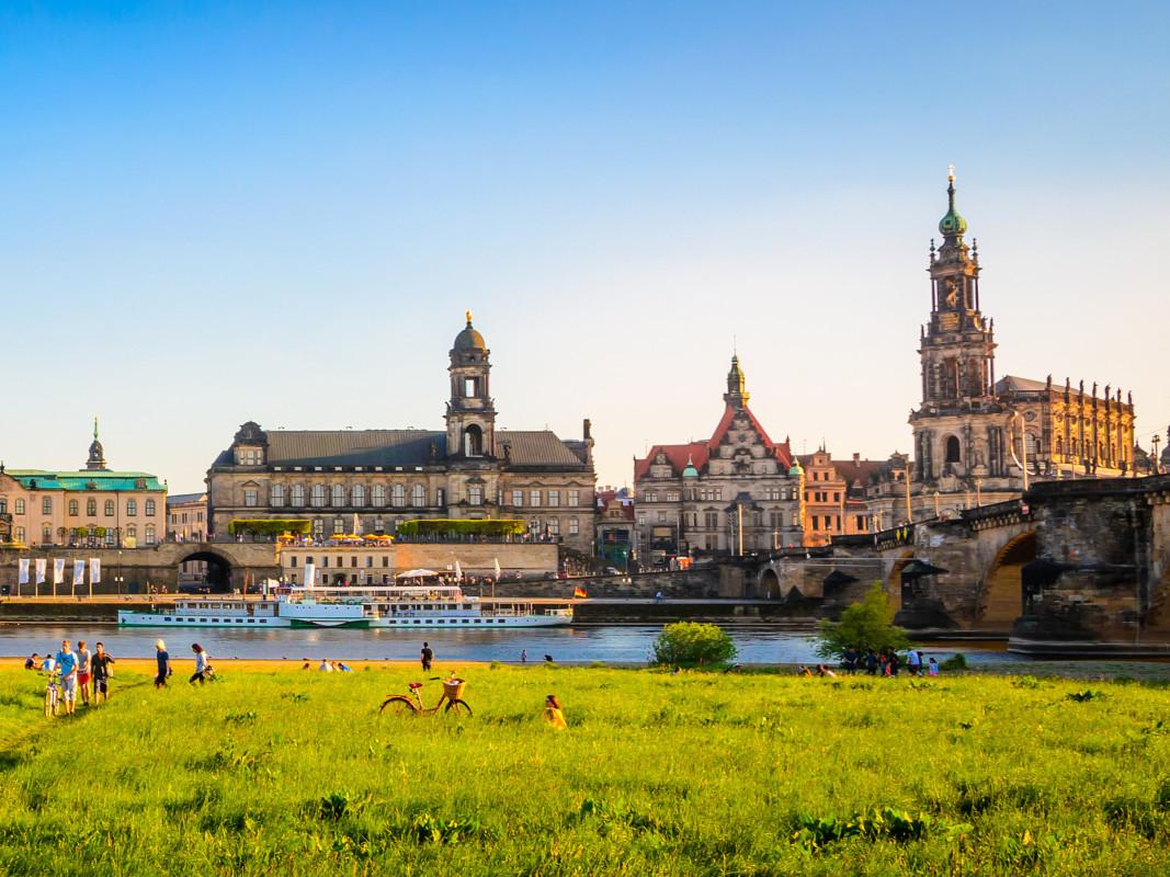 Mit Snapbus einen Bus bei einem Busunternehmen in Dresden mieten.