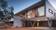 An amazing MID CENTURY MODERN house we think looks like the Rose Seidler house.